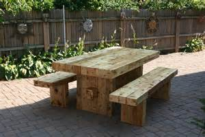 Reviewing reclaimed wood picnic table