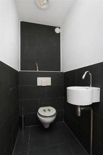 wc ombouw tegelen toilet stucen en vloer tegelen nieuw reservoir en ombouw