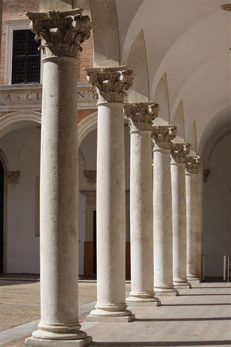 cortile palazzo ducale urbino file cortile di palazzo ducale di urbino realizzato da
