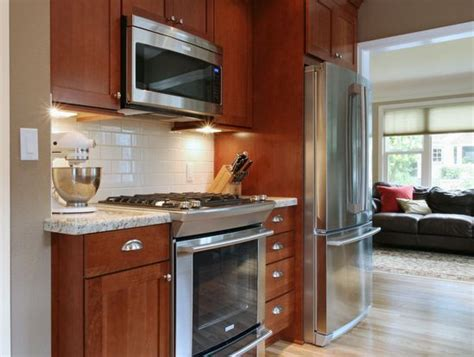 oak cabinets with dark brown countertop google search white subway tile backsplash with oak cabinets google