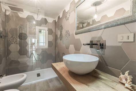 piastrelle bagno foto idee bagno con piastrelle a motivo esagonale bagno in stile di