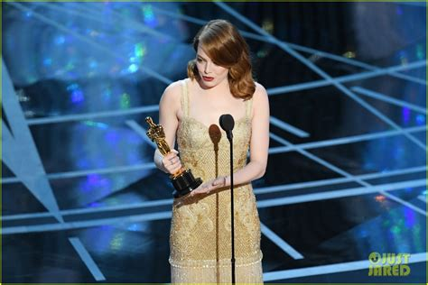 emma stone best actress emma stone wins best actress at oscars 2017 watch her