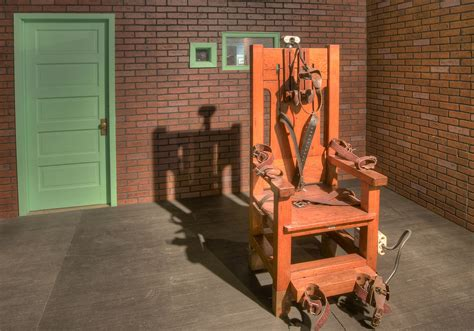 photo 900 09 sparky electric chair in prison museum