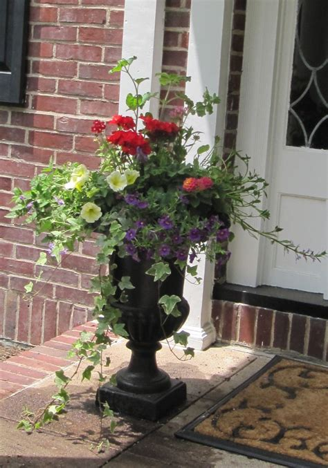 Porch Flower Planters by Welcoming Planter At The Front Door Nd House Front