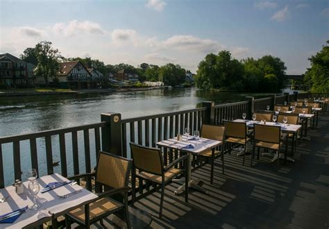 thames river view restaurants the blue river cafe restaurant maidenhead berkshire