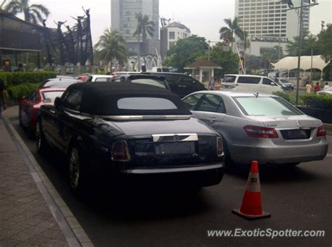 roll royce indonesia rolls royce phantom spotted in jakarta indonesia on 06 10