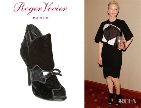 Cate Blanchett And The Of Roger Vivier Shoes by Cate Blanchett S Roger Vivier Velvet Cloud Satin Bow