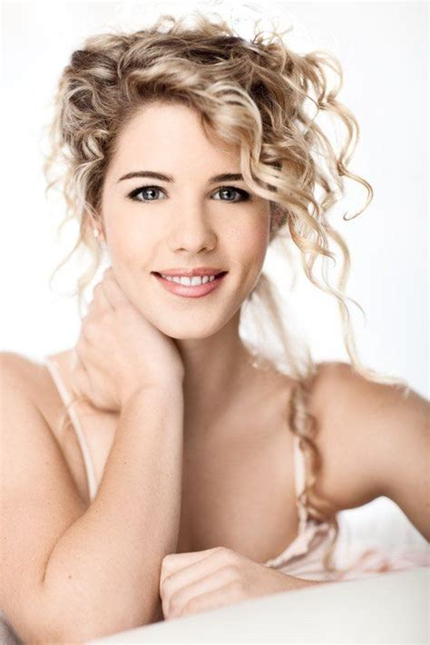 felicity smoak actress 38 best girls of arrow images on pinterest felicity