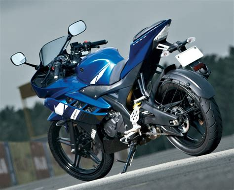 r15 new version motor byke pics yamaha new r15 rear 3 quarter