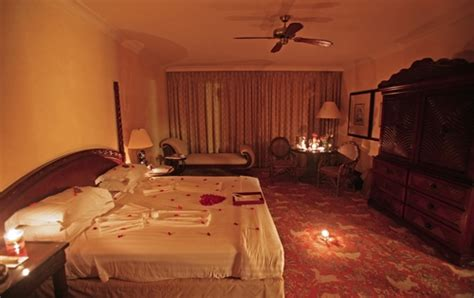 creating  romantic bedroom dating tips