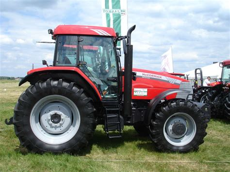 File:McCormick MTX135 Traktor.jpg - Wikimedia Commons