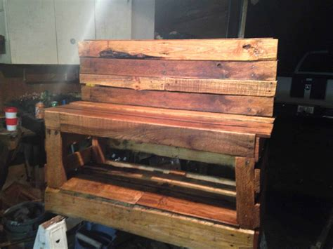 pallet shoe bench a pallet shoe changing storage bench 1001 pallets