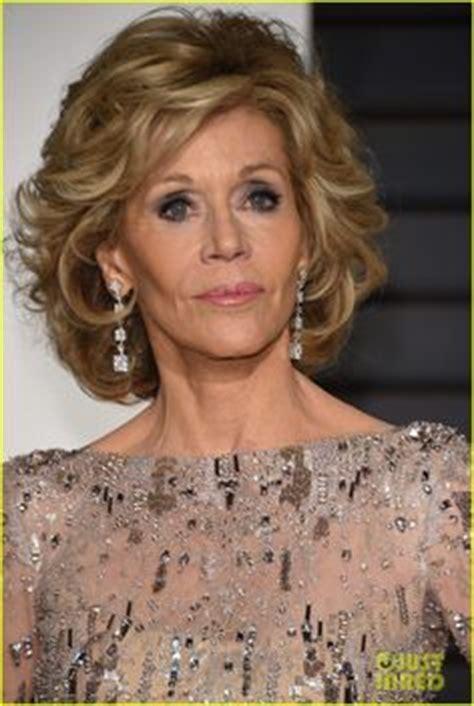 jane fondashaghaircut 2015 jimmy kimmel show jane fonda 77 looks years younger as she chats with