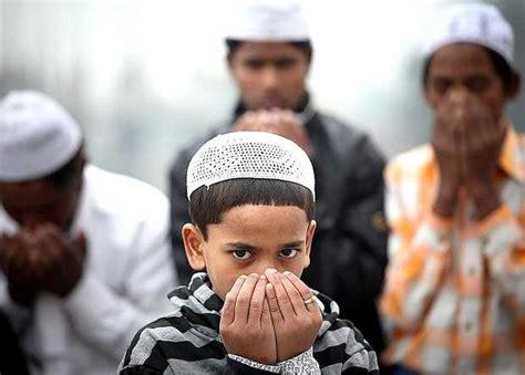 imagenes de musulmanes orando ni 241 os cristianos v 237 ctimas de acoso por parte de