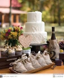10 creative rustic wedding ideas using burlap