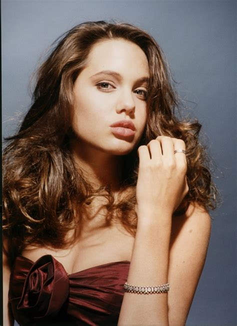 young celebrity photo gallery young angelina jolie photos young celebrity photo gallery young angelina jolie photos