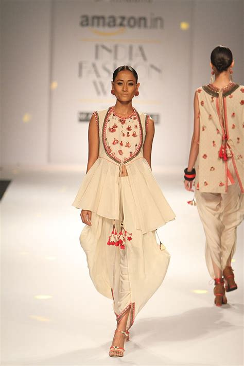 Indian Style Wardrobe by 25 Best Ideas About India Fashion On Indian