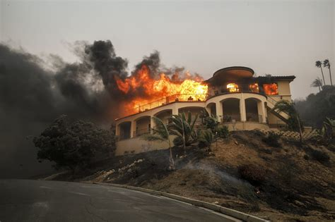 California Fires Drive From Homes To Hotels by More Photos In Ventura County La Times