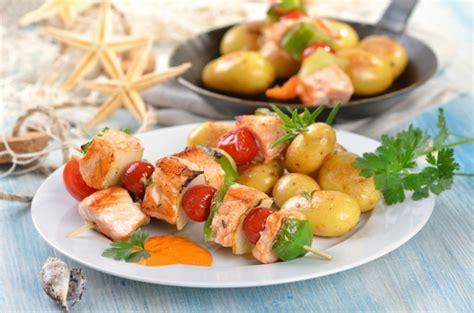 come cucinare spiedini di pesce spiedini di pesce tomato