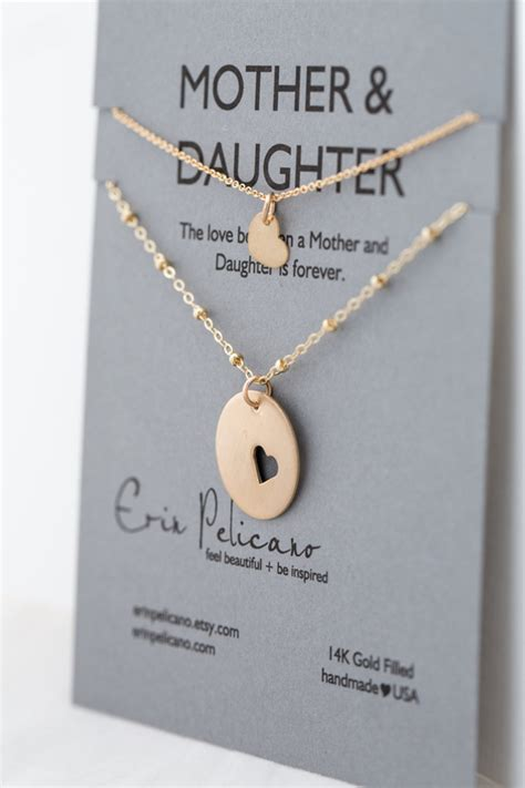 gifts to uk 13 thoughtful wedding gifts for parents weddingsonline