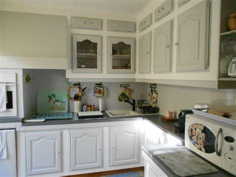 relooker une cuisine rustique en ch麩e relooker cuisine moindre cout accueil design et mobilier