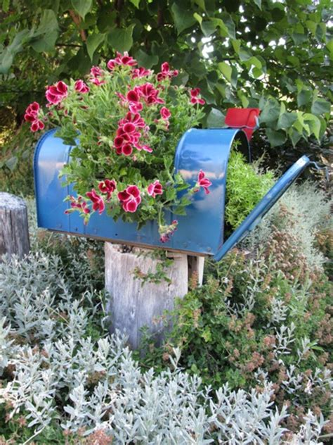 make a garden planter from a mailbox flea market gardening
