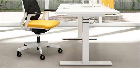 scrivania regolabile in altezza mobili per ufficio scrivania regolabile in altezza