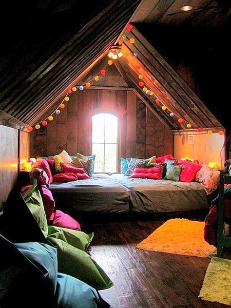 like the cozy bed reading area and faucet curtain below tavan arasında yaşam elizim