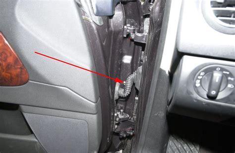 Comment Debloquer Une Porte De Voiture by Porte Passager Bloqu 233 E Apr 232 S Ouverture De La Voiture