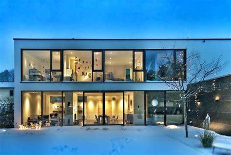 Haus Mit Glasfront by Haus Mit Glasfront Altes Haus Mit Ziegelfade Und Modernem