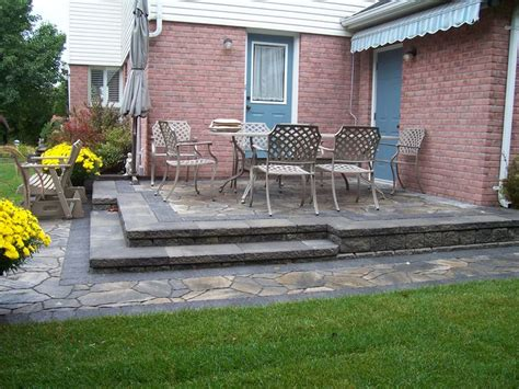 Outdoor Patio Walls by Backyard Patio Retaining Wall With Integrated Steps