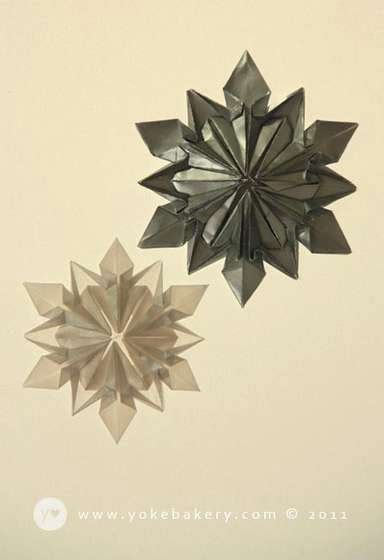 Folded Paper Snowflakes - origami snowflake เอาไว ตกแต งบรรยากาศช วงป ใหม