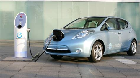 slammed nissan leaf top gear slammed by embarrassed nissan for misleading