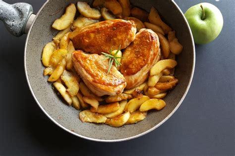 petto di pollo come cucinarlo pollo alle mele la ricetta per cucinarlo tenero e gustoso