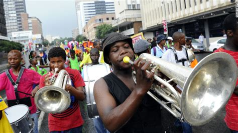 new year celebrations johannesburg world welcomes 2012 with cheers celebrations cnn