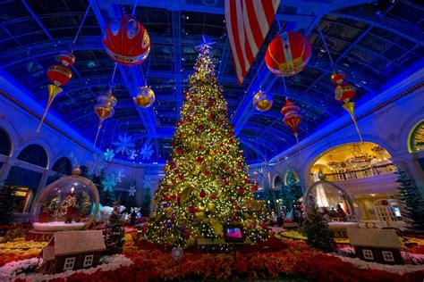 vegas attractions over christmas a season that s merry and bright with these festive vegas attractions las vegas blogs