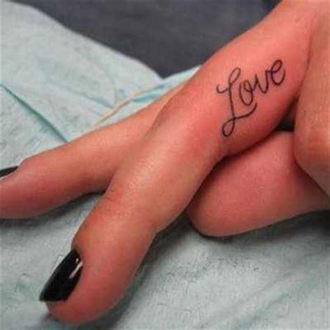 tatuajes para los dedos de la mano 161 algunas ideas