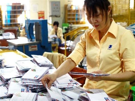 Post Office Background Check Tet Keeps Post Office Delivery Firms Busy Vietnlus