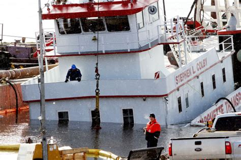 tow boat us employment report towboat sinking at leclaire was human error
