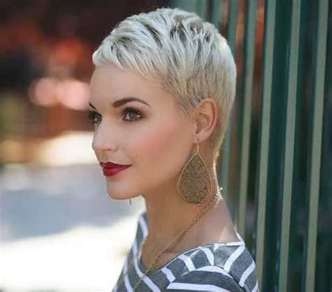 platinum pixi cut with brown highlights best platinum blonde pixie short hair hair pinterest