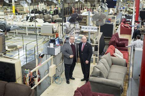 furniture industry u s furniture survivor tries to go global wsj