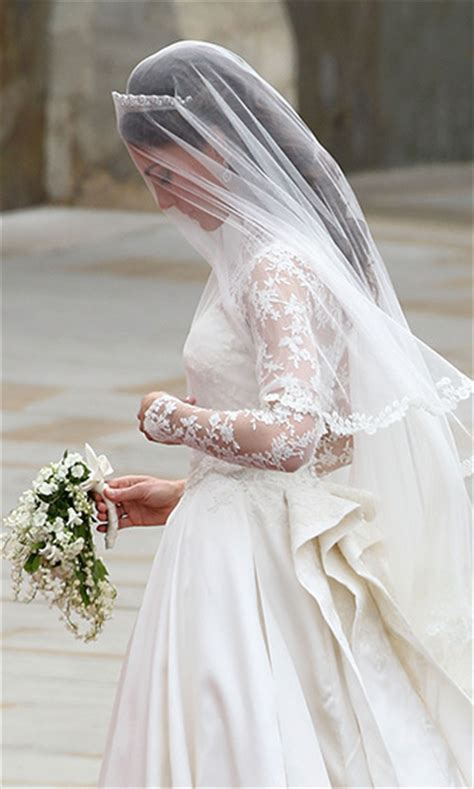 Wedding Bouquet Of Kate Middleton by Kate Middleton S Wedding Dress A Closer Look At The