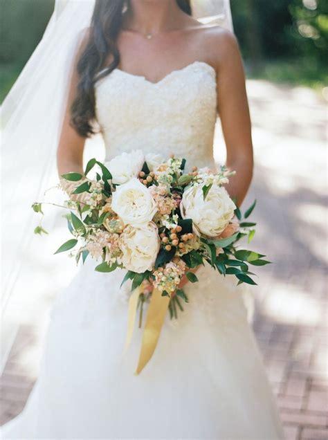Best 25  Ivory wedding flowers ideas on Pinterest   White