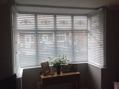 Bowed Window venetian blinds wood 2