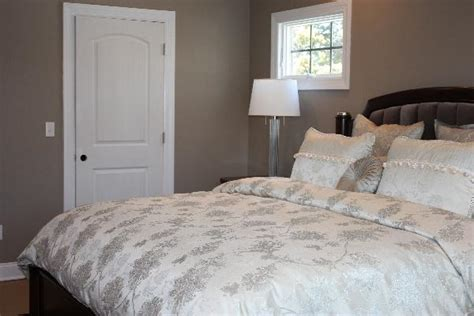 taupe paint colors bedrooms taupe bedroom benjamin moore indian river bedroom