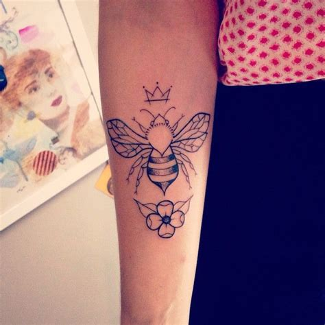 tattoo lettering honey queenbee tattoos pinterest tattoo bees and queen