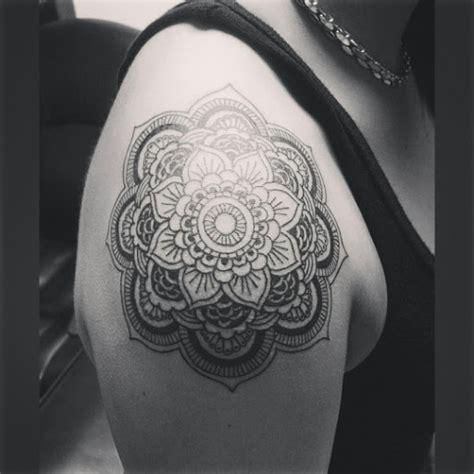 tattoo mandala hombro mandala tattoo meaning and some astonishing mandala tattoo