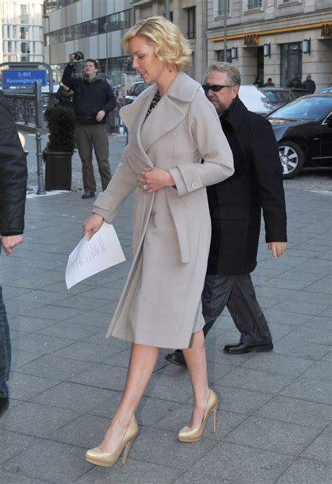 Style Katherine Heigl Fabsugar Want Need 4 by Katherine Heigl Wool Coat Katherine Heigl Clothes Looks