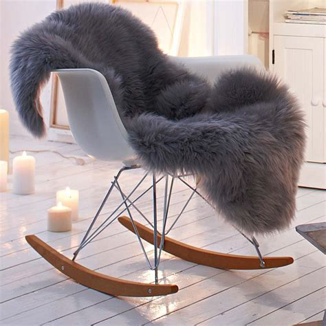 sheepskin throw for rocking chair vitra eames plastic armchair rar ahorn gelblich chrom