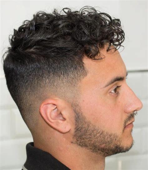model rambut pendek  jenis rambut ikal mengembang